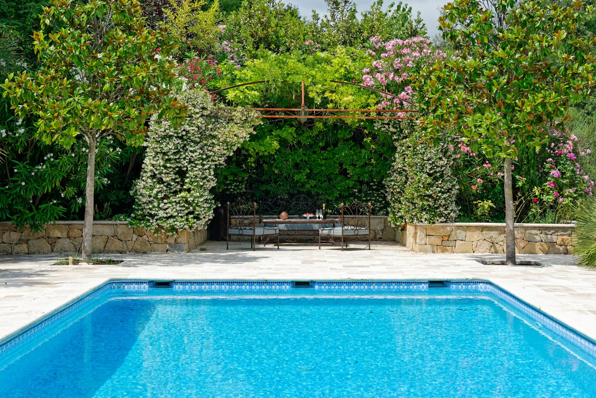 Grasse villa individuelle 500m² piscine