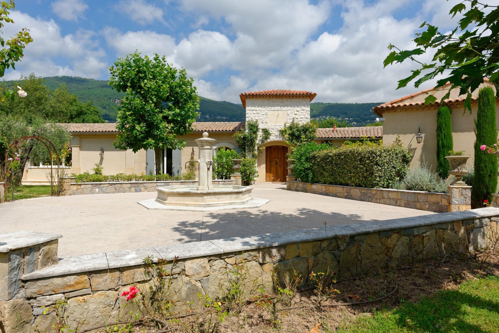 Grasse villa individuelle 500m² propriété