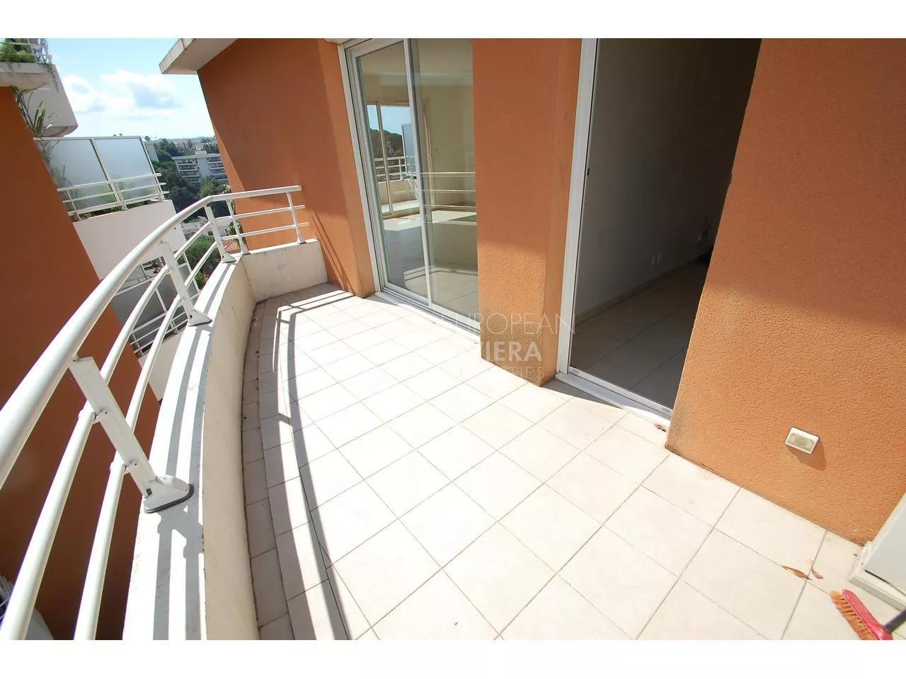 NICE - CHAMBRUN - 3 Pièces en avant dernier étage résidence piscine + garage
