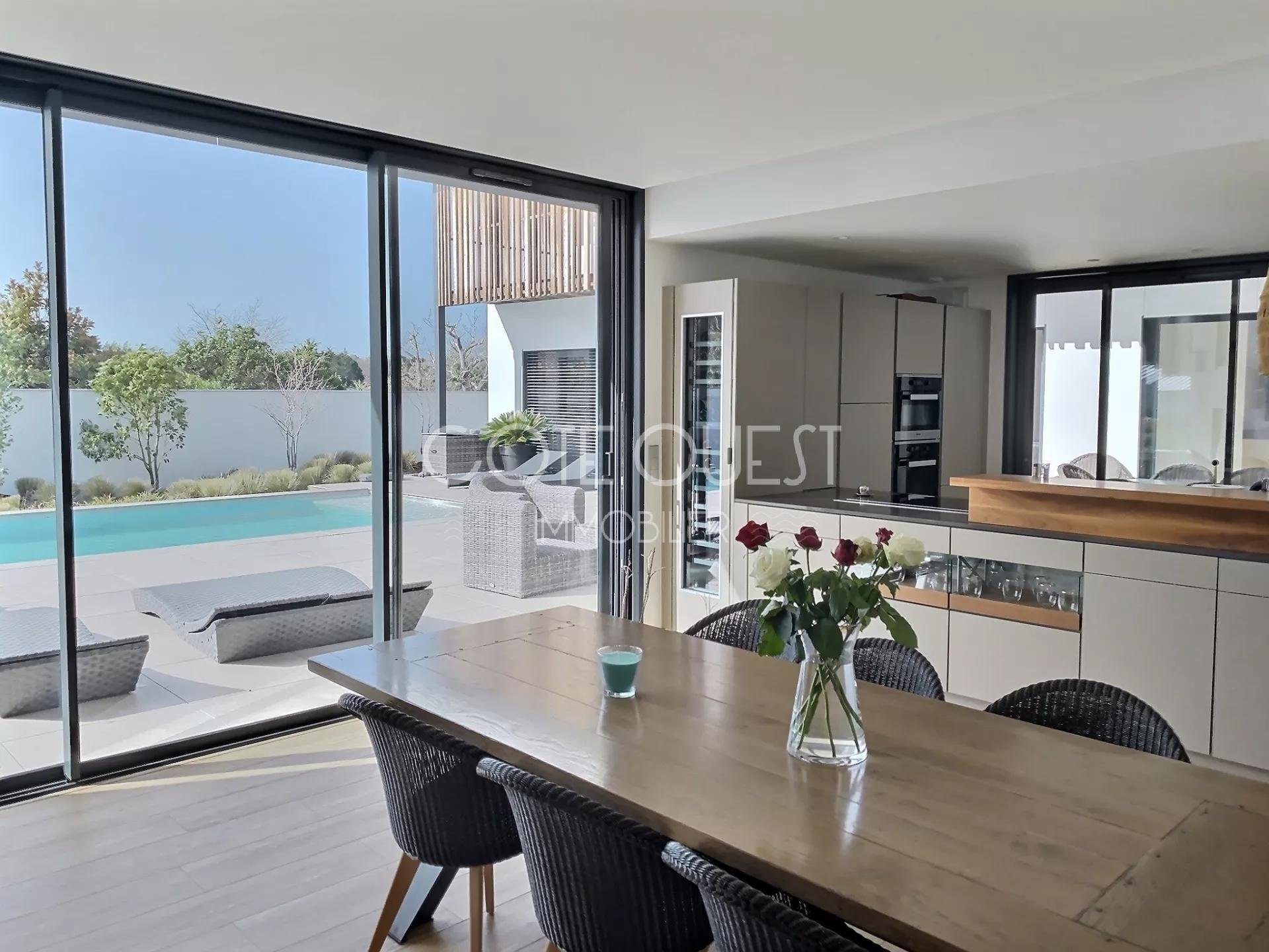 BIARRITZ – A CONTEMPORARY VILLA WITH A SWIMMING POOL