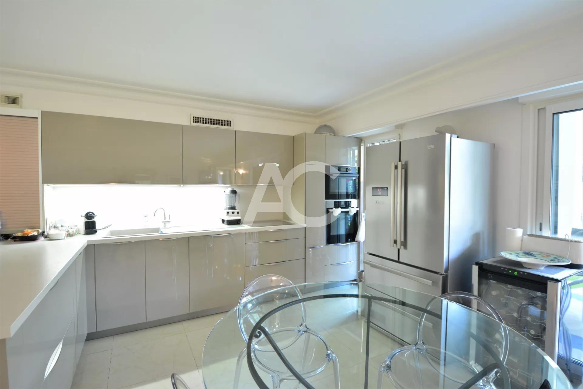Продажа Квартира - Кап д'Антиб (Cap d'Antibes)