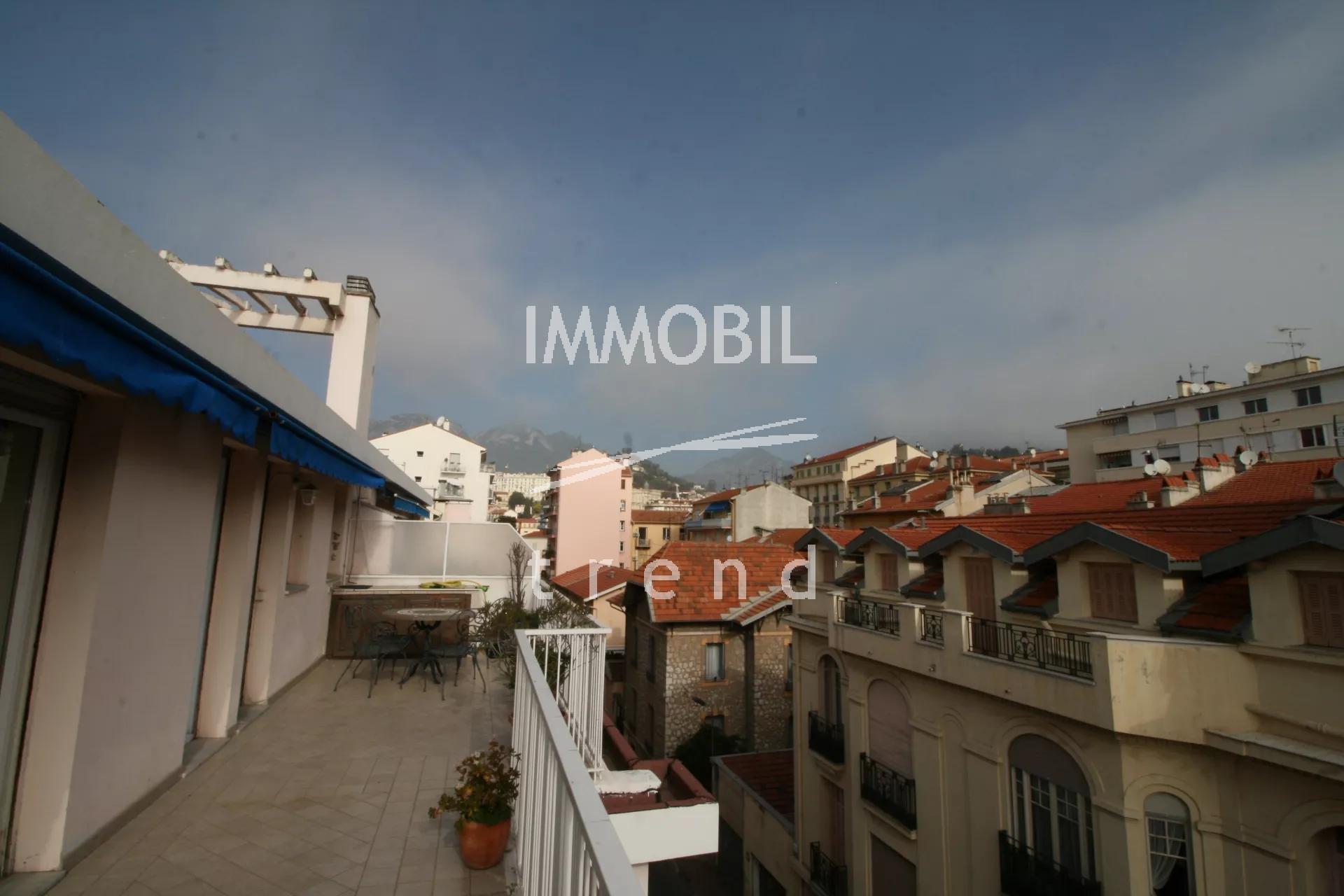 MENTON CENTRE - Dernier étage - Appartement deux pièces traversant avec deux terrasses