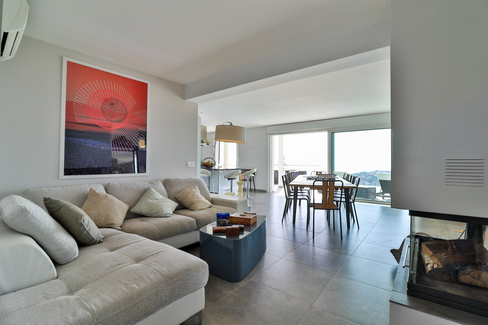Contemporary Villa with exceptional sea view.