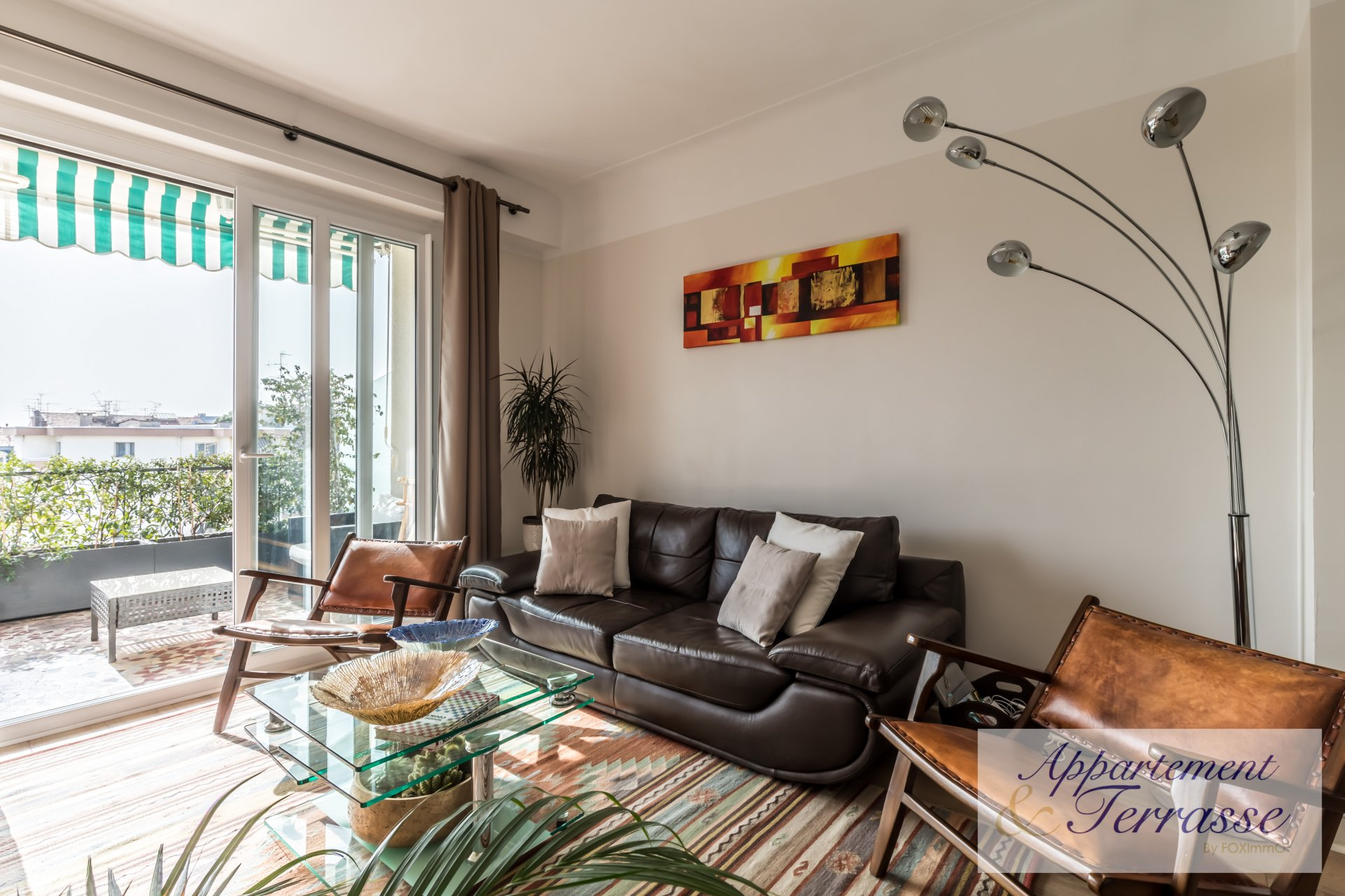 centre of Nice, near liberation, on a high floor, with a beautiful terrace of 12m2, panoramic view,