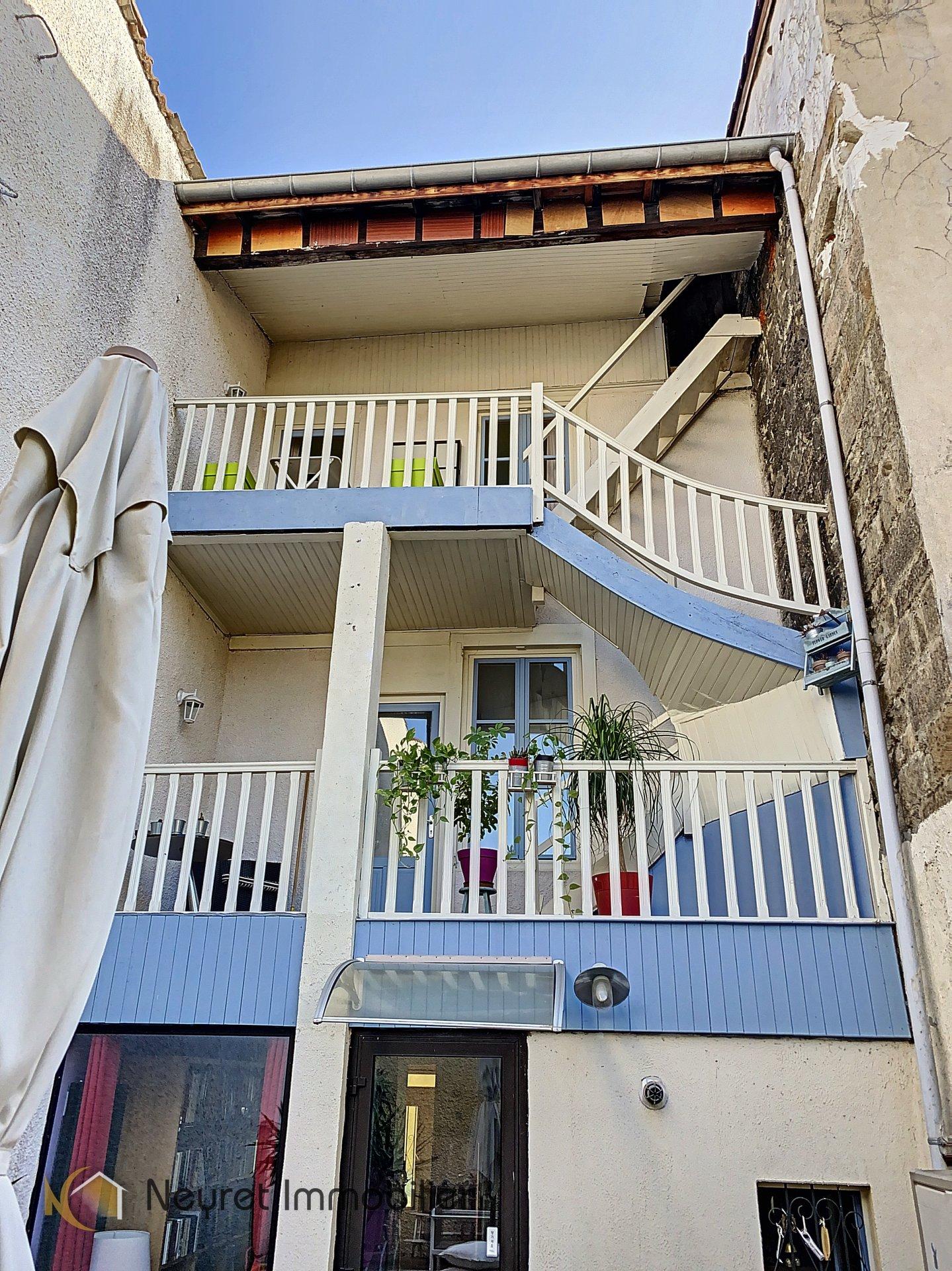atypique maison de ville , terrasse privative et balcons