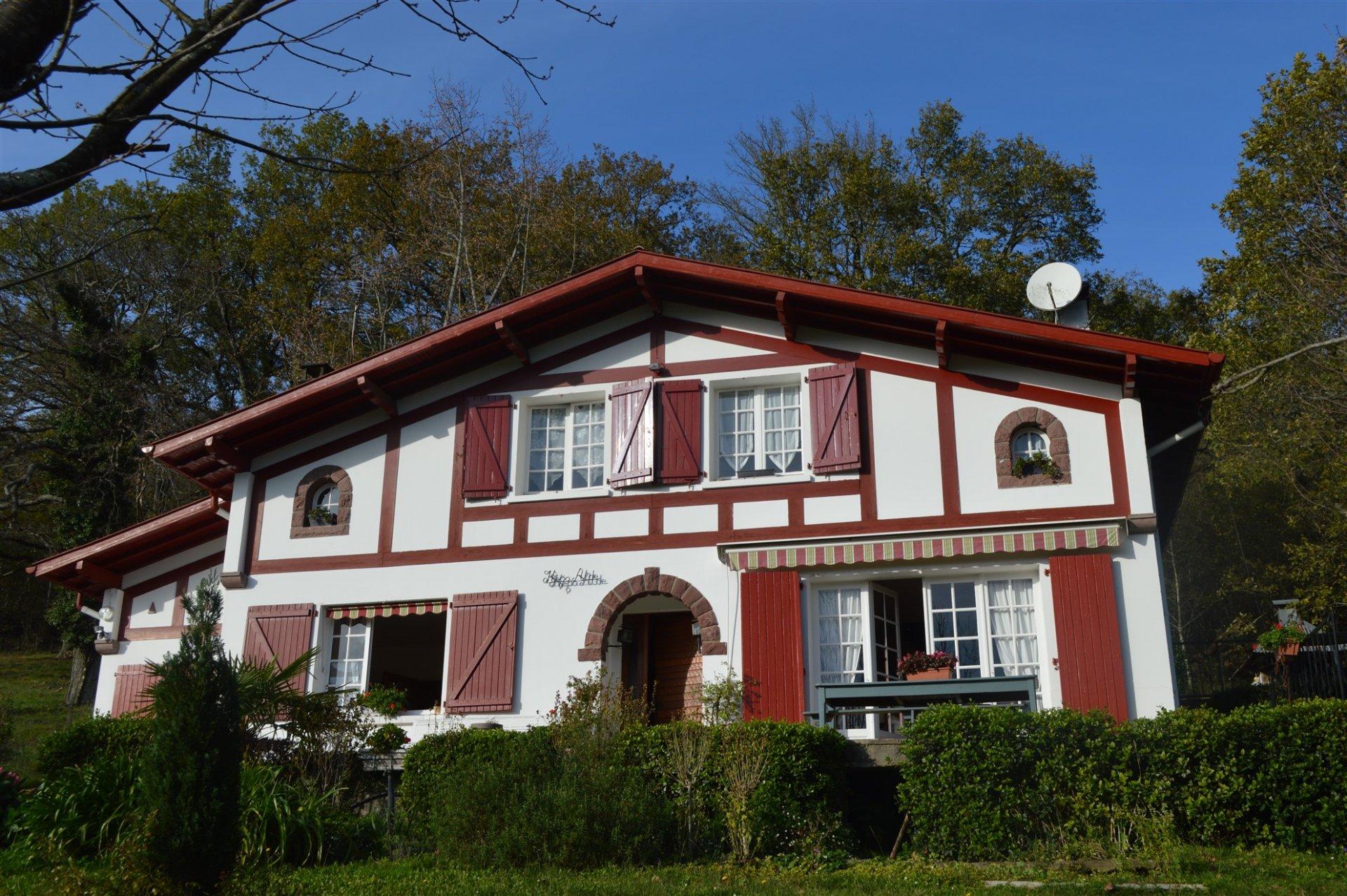 Maison Basque Traditionnelle avec 5 Chambres près de Saint Jean-Pied-de-Port