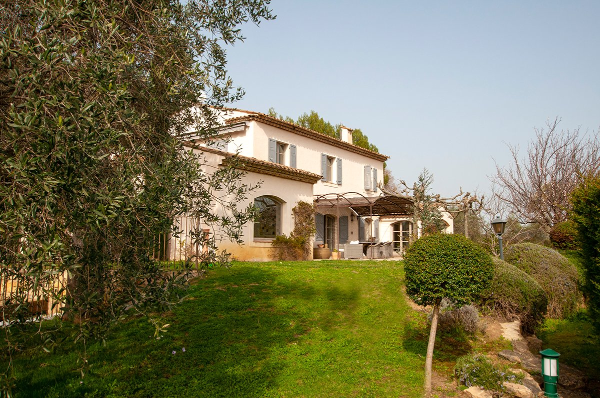 For Sale Valbonne - 4 bed + studio In secure domain