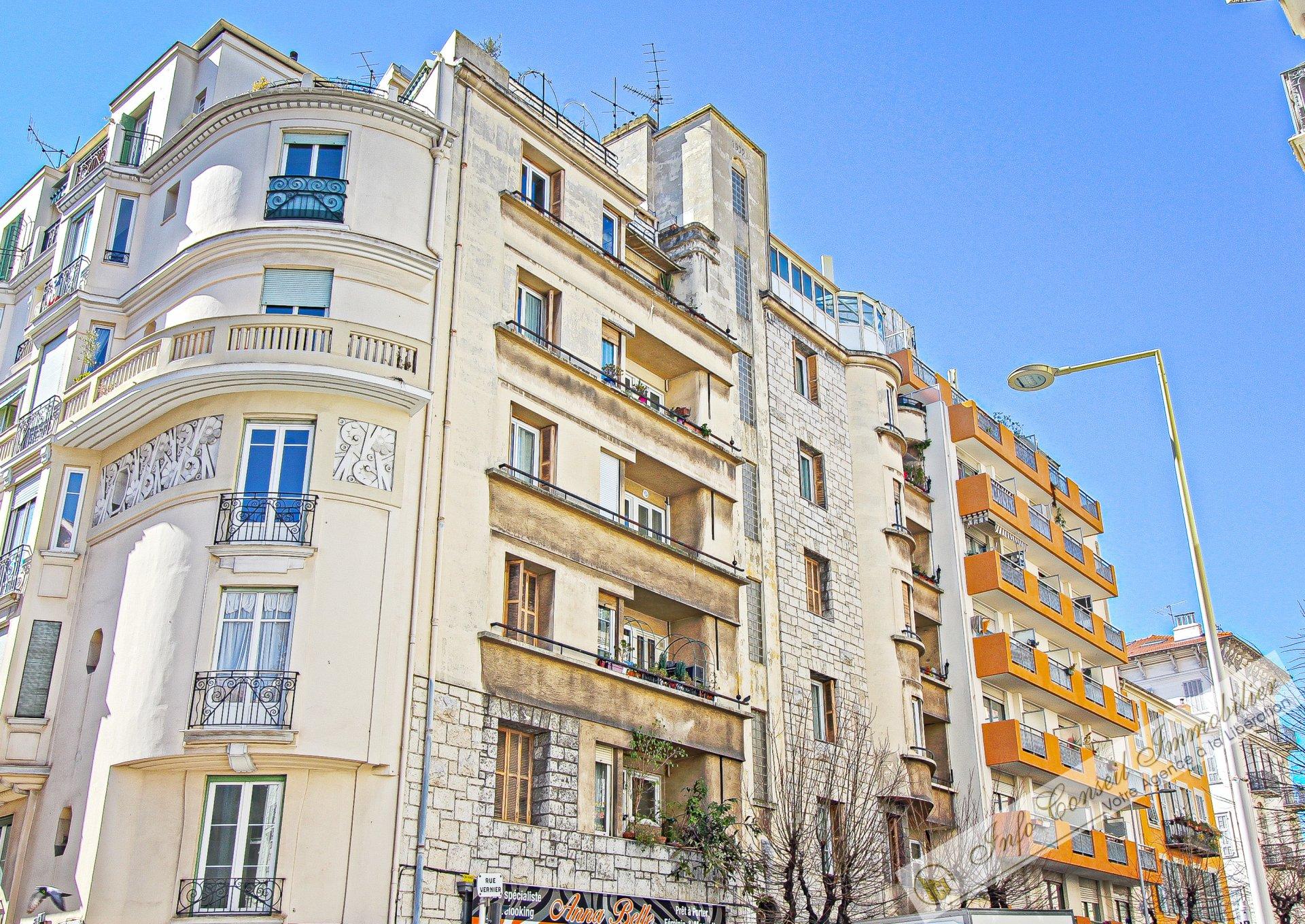 LIBERATION - Dernier étage - 4P - 87m² - Véranda - 370.000 €