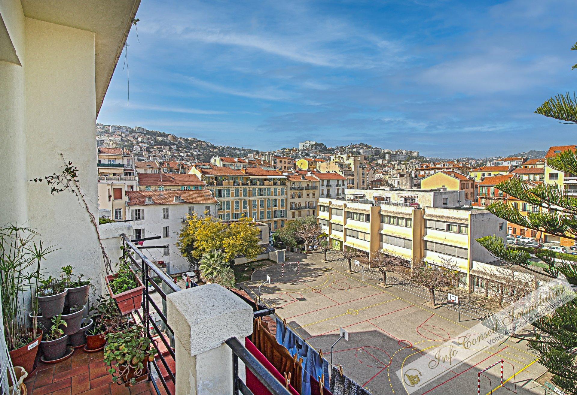 LIBERATION - AVANT DERNIER ETAGE - 2P 58m² - TBE - Balcons - 265.000 €