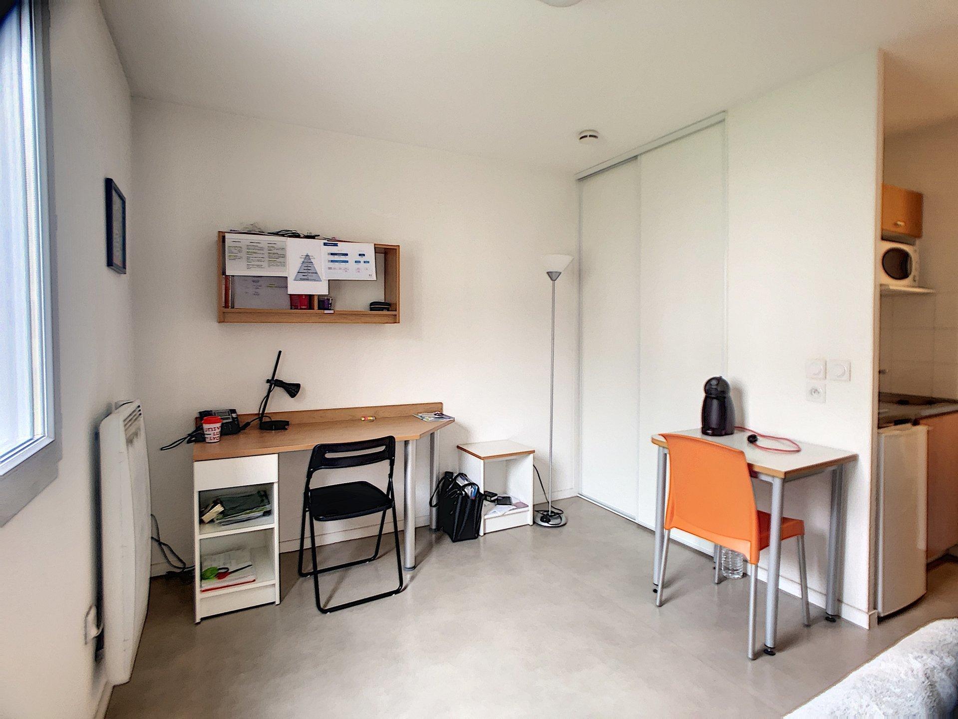 Studio loué avec loyer garantie 4141€/an