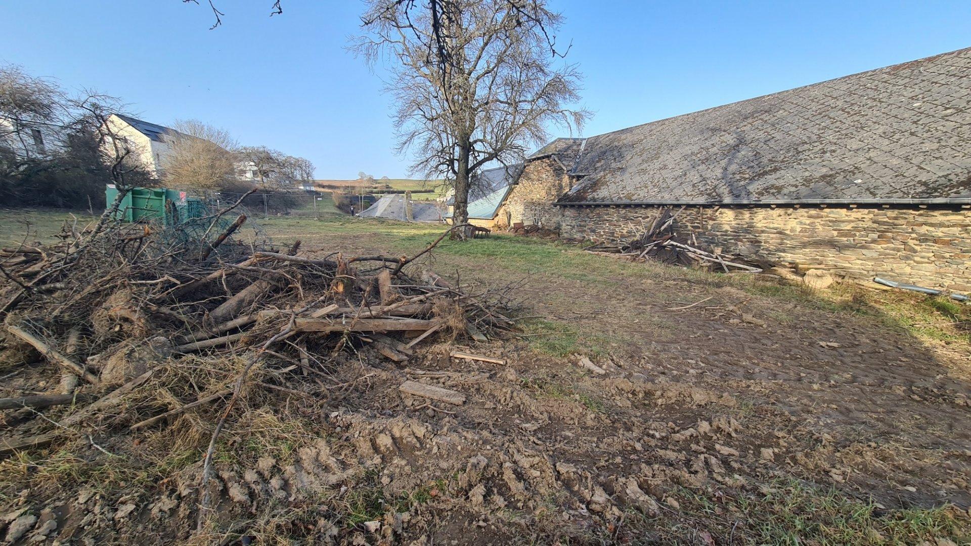 Terrain constructible de 23a90ca avec ancienne ferme avec possibilité d'aménager 4 lots
