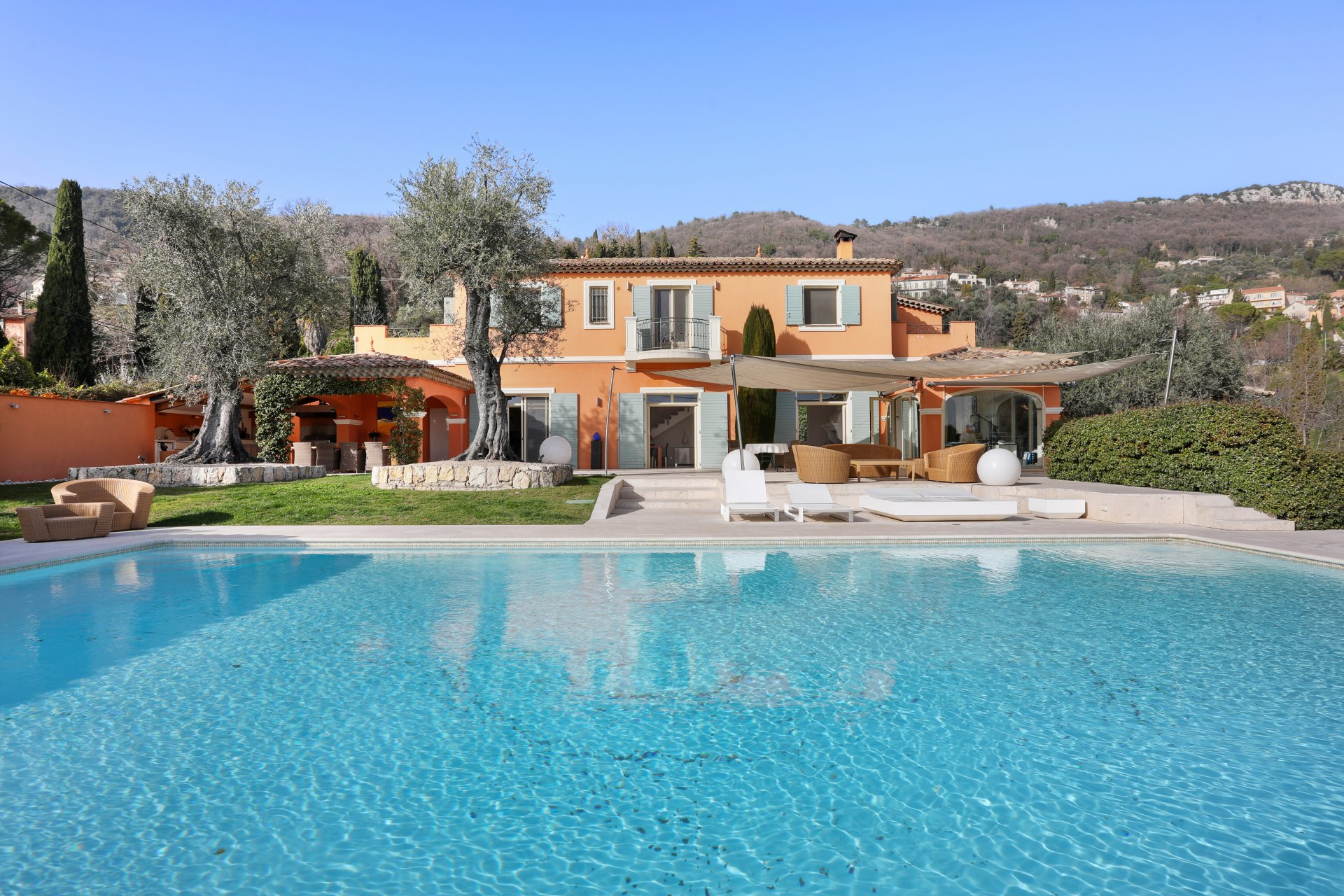 Behind Cannes, wonderful Villa with sea view