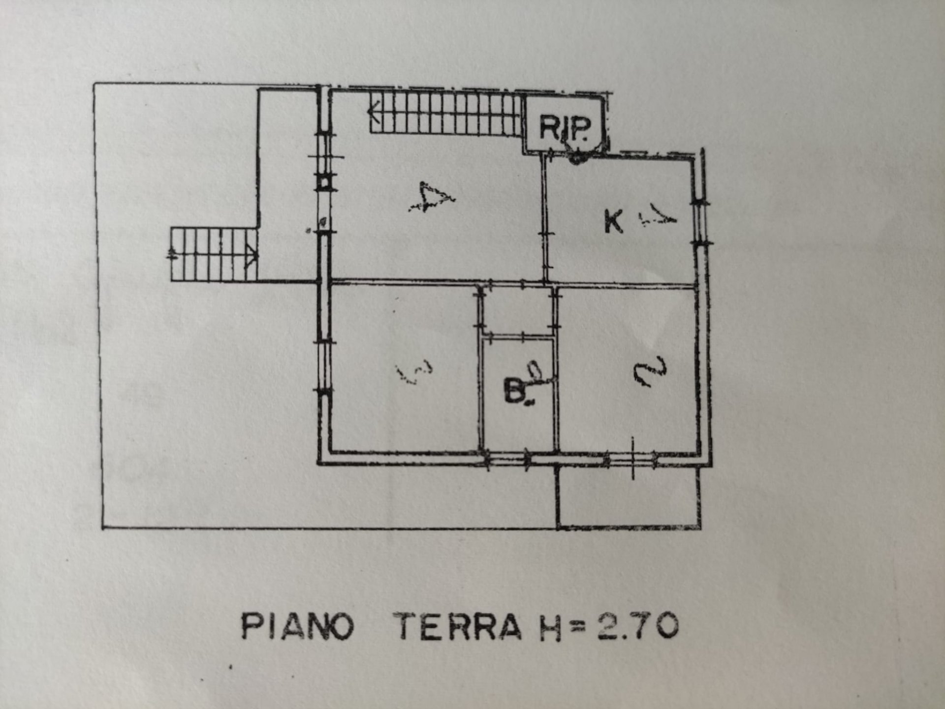 FANO (PU) - ROSCIANO - PIANO RIALZATO CON TAVERNA