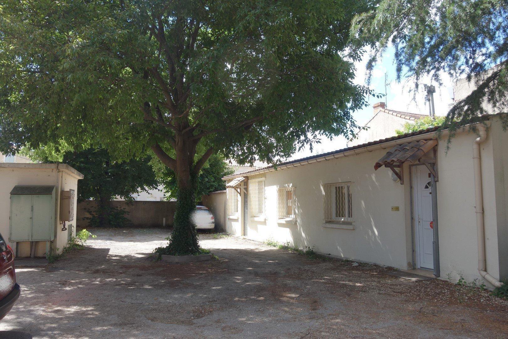 Petite maison de plain pied dans le centre