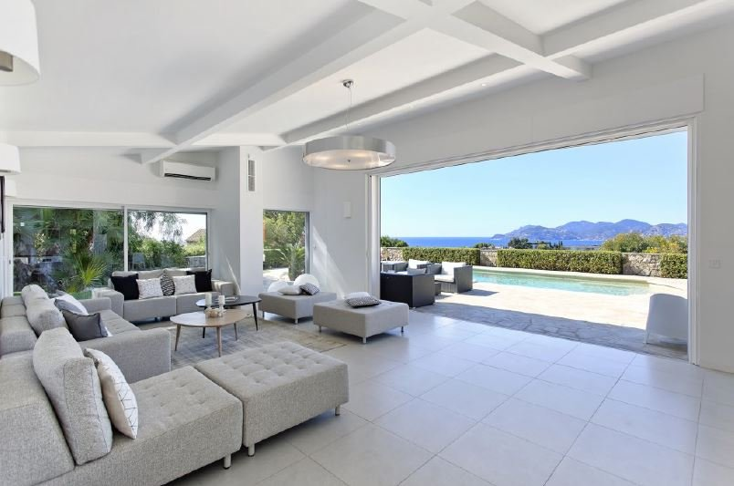 HIGH STANDARD VILLA IN CANNES