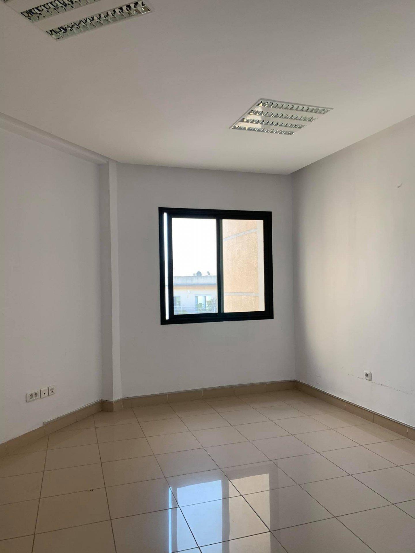 Location Bureau de 7 pièces 210 m² au Lac 2.