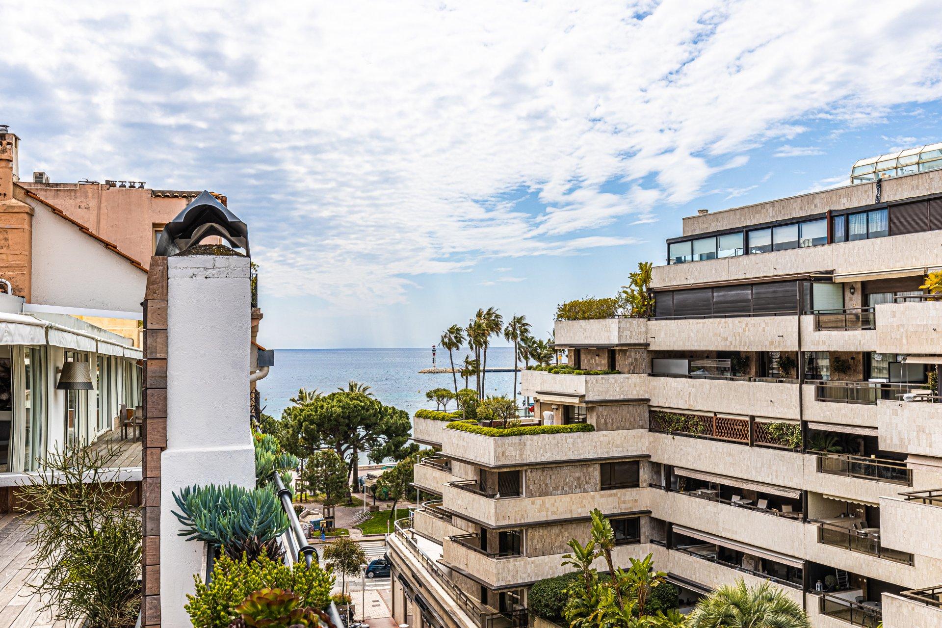 Magnifique 3 pièces, dernier étage, terrasse, garage, vue mer, centre de Cannes