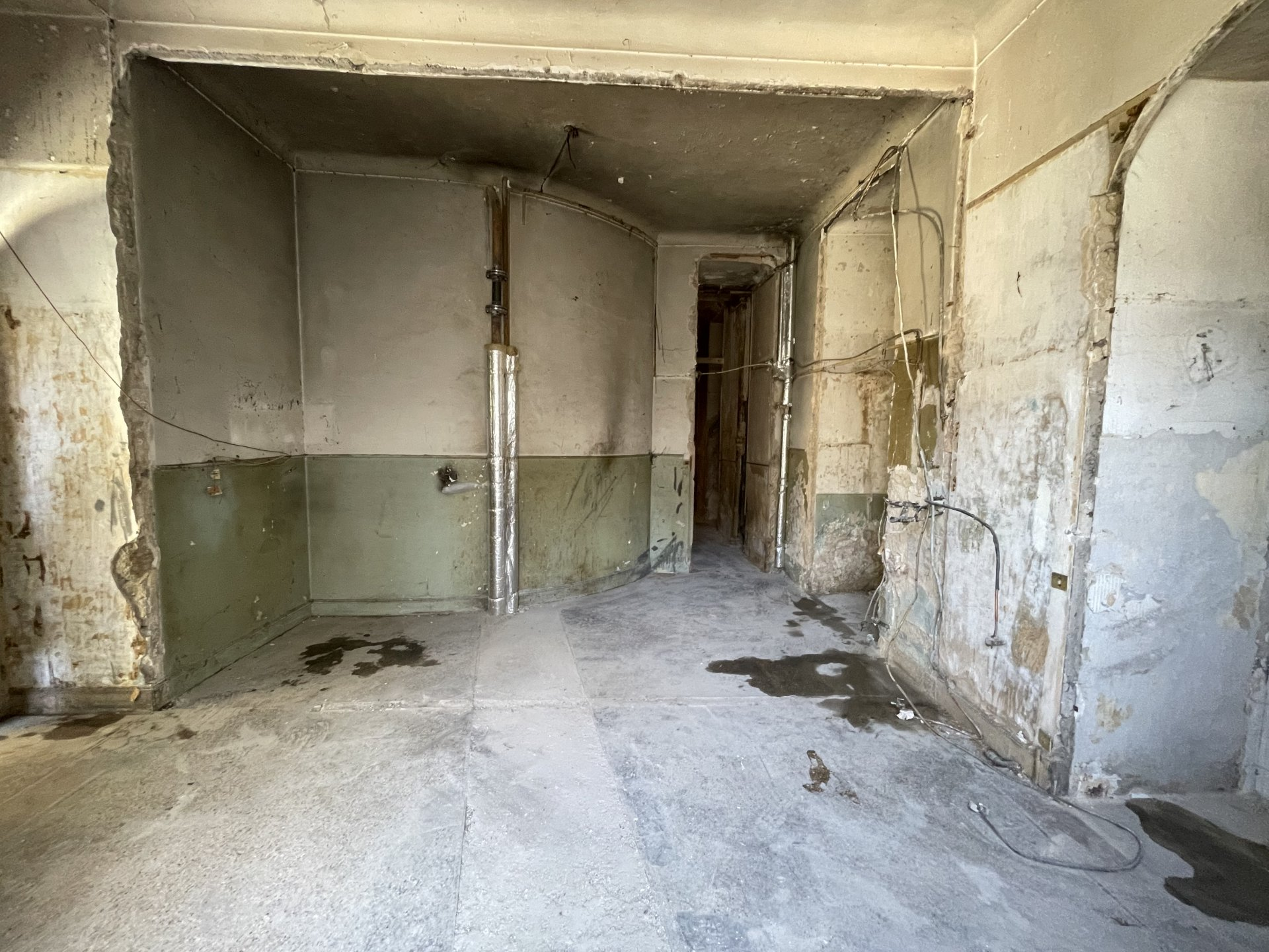One bedroom to renovate