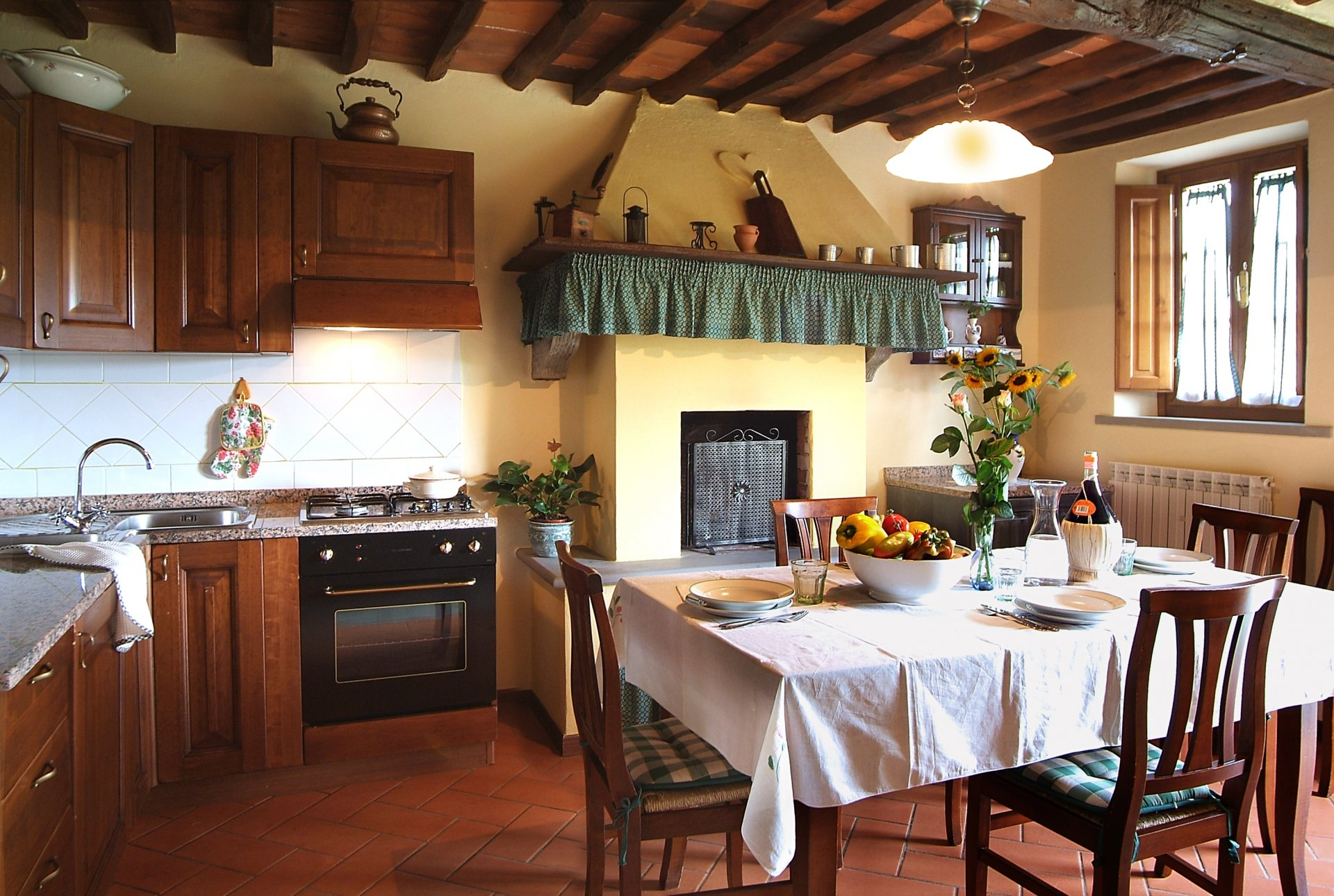 ITALY, TUSCANY, PIETRABUONA, FARMHOUSE WITH POOL, 12 PEOPLE