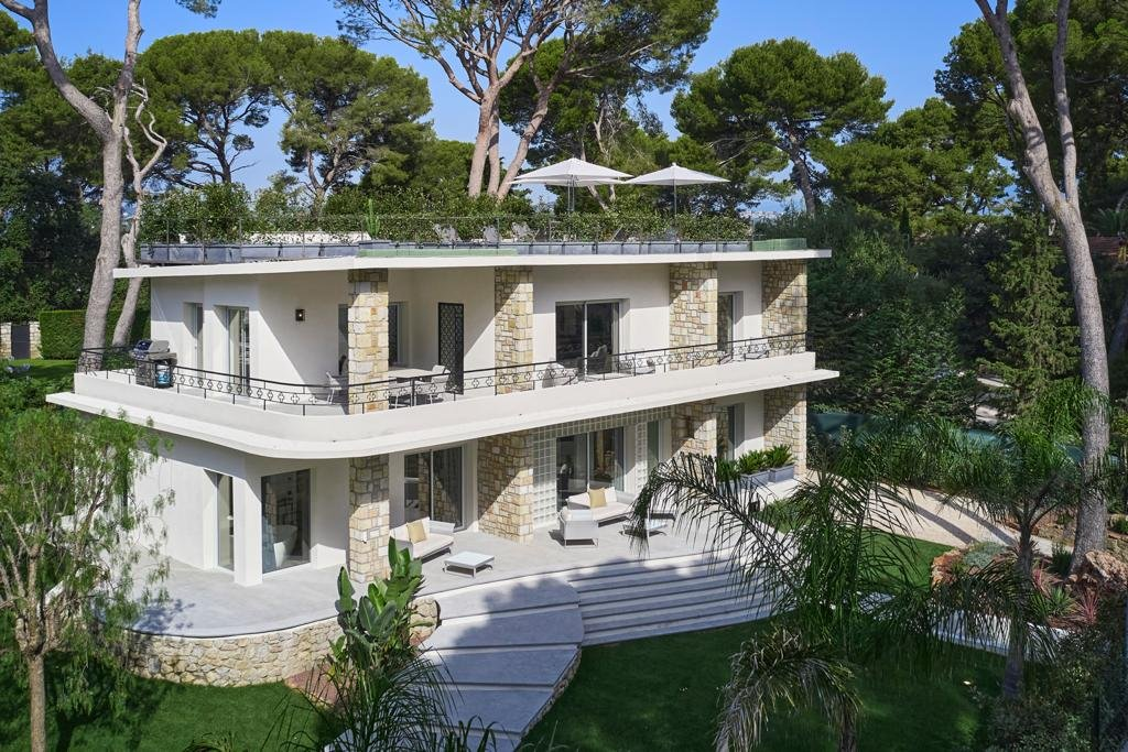 BEAUTIFUL RENOVATED VILLA