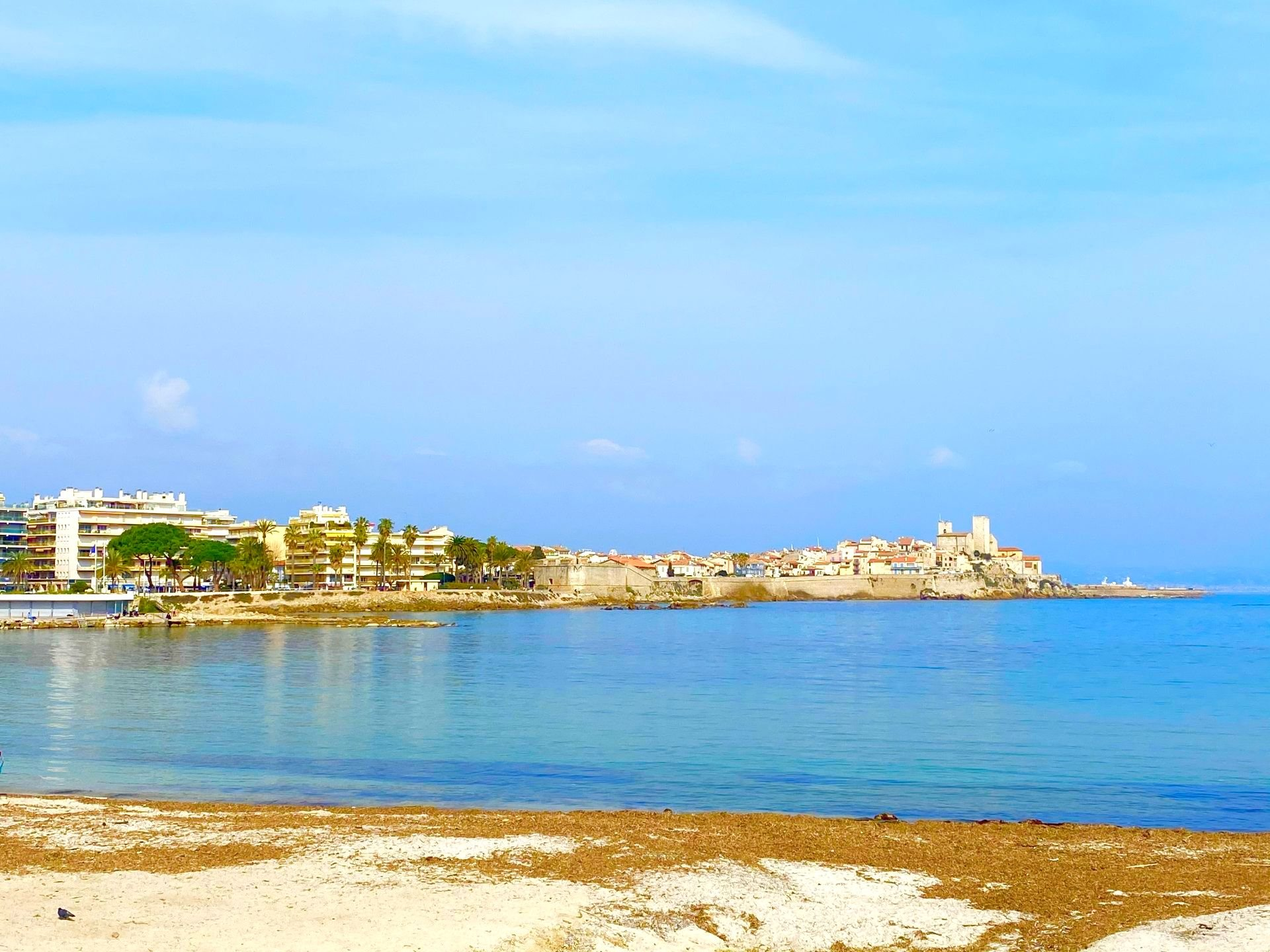 ANTIBES SALE 3 ROOMS CLOSE TO THE BEACHES
