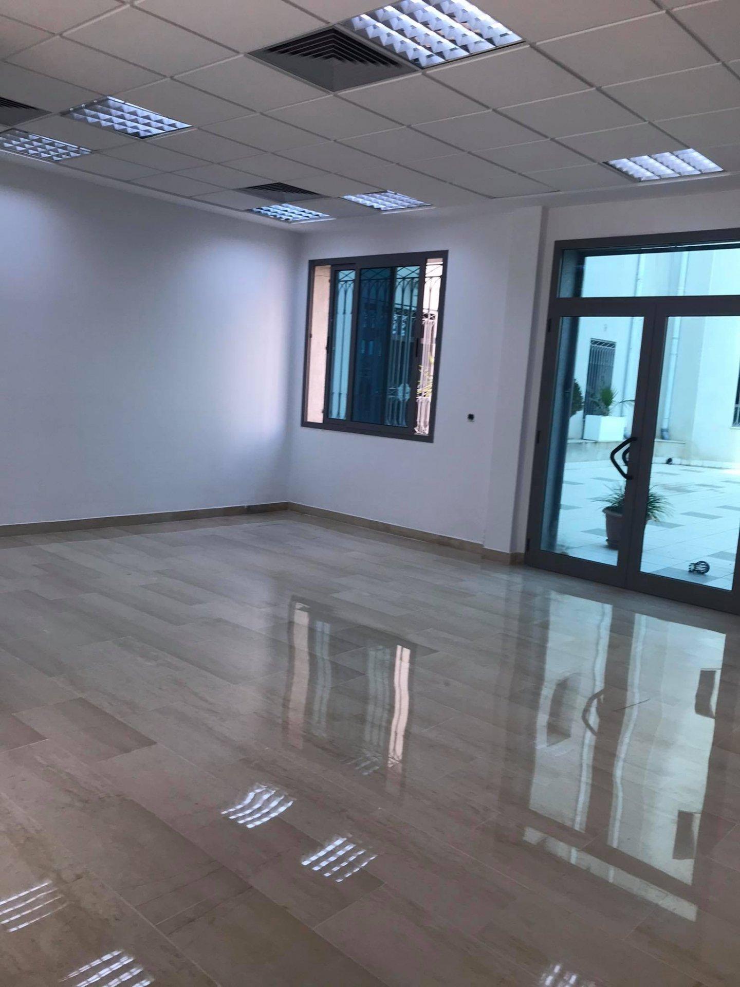 Location Bureau en open space 225 m² au Lac 1