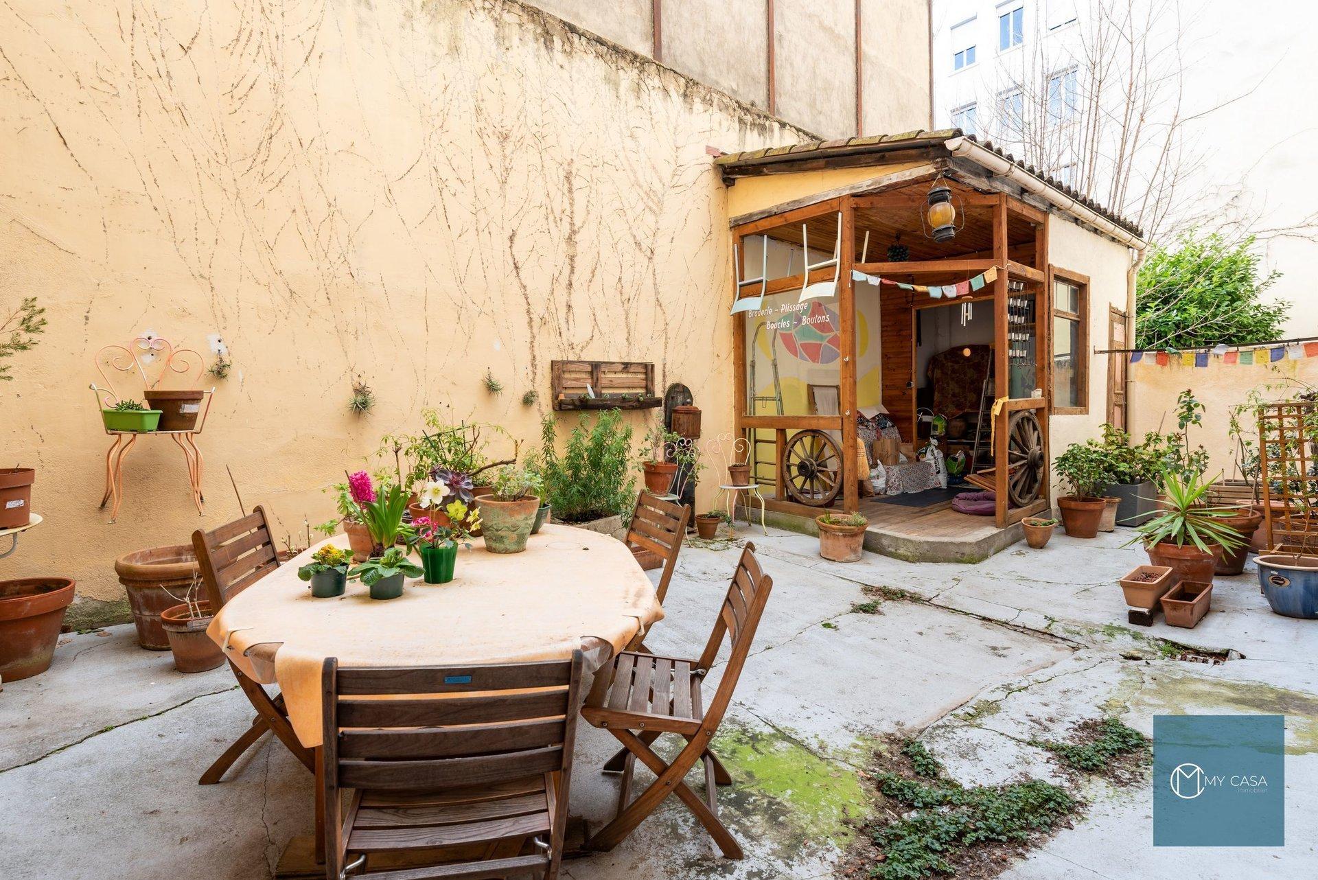 BROTTEAUX/MASSENA - Joli T3 de 63 m2 avec Cour Privative 52 m2