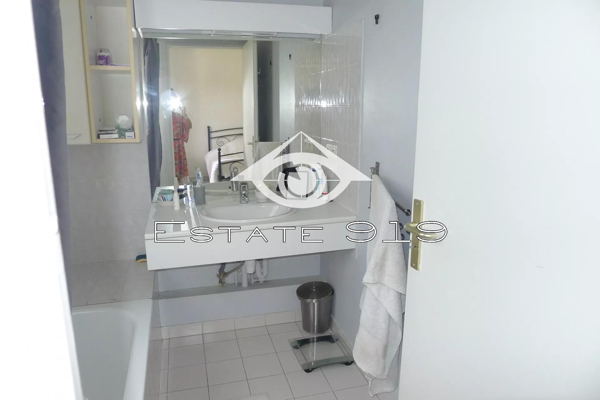 Le Cannet dernier étage 2 pièces dans résidence avec piscine