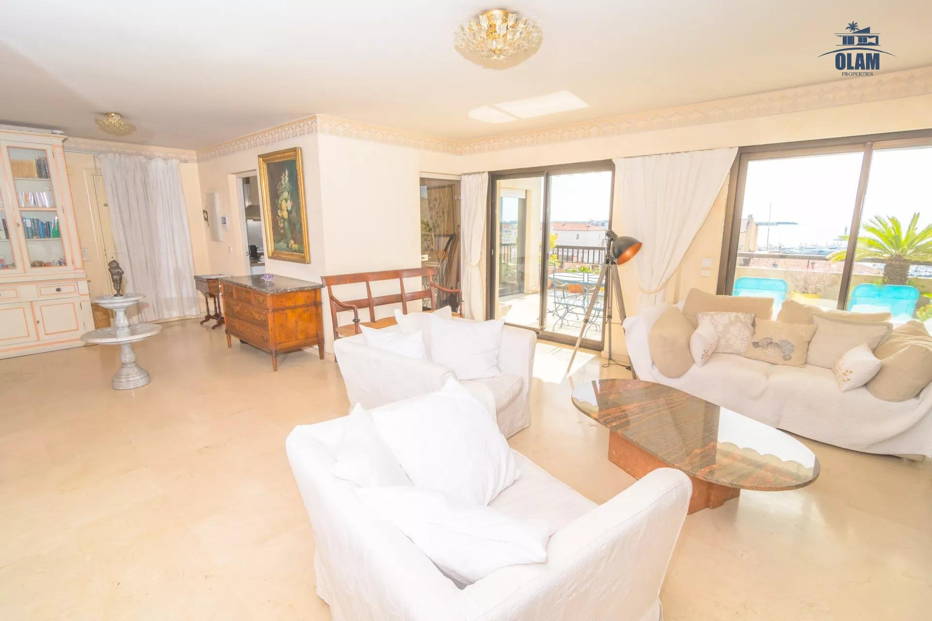 Superb 4-room apartment with panoramic sea view