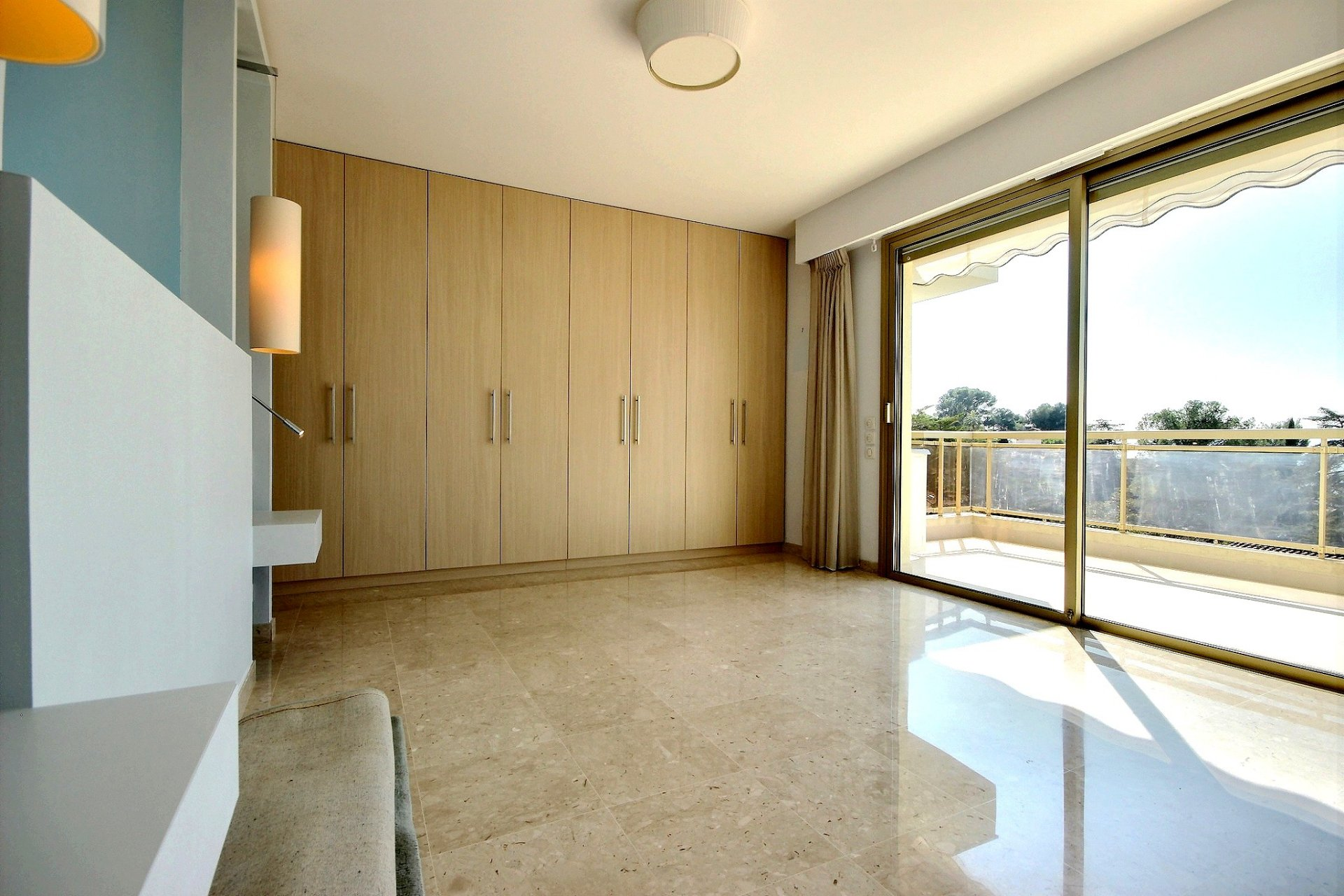 Property for sale in Le Cannet with a spacious terrace