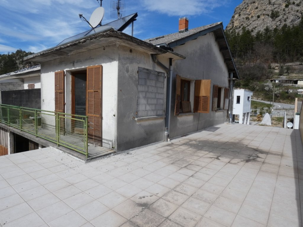 Puget-Théniers -  A RENOVER: appartement 5p avec terrasse