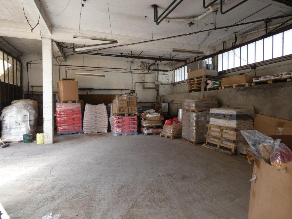 Puget-Théniers - Vaste hangar