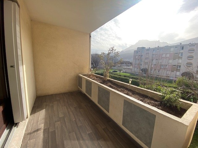 grand T3 + cuisine avec terrasse