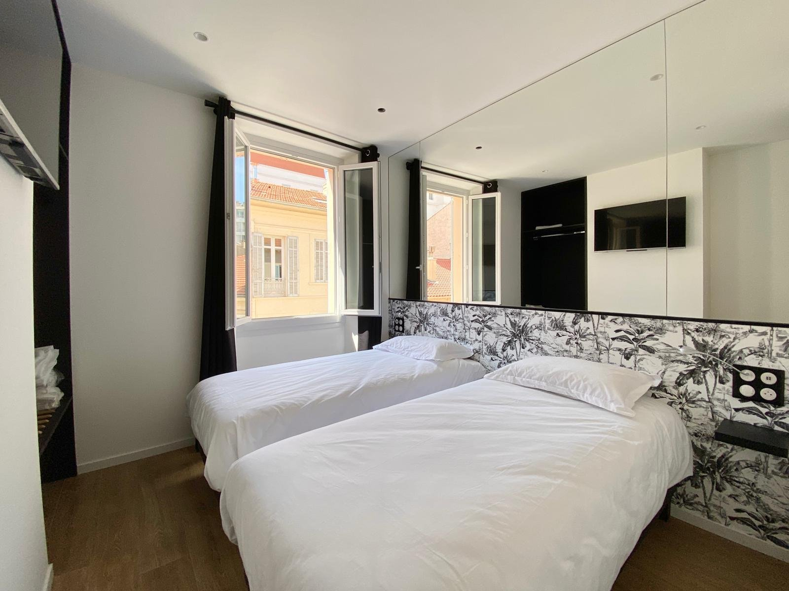 For sale - Lot of 2 appartments 50m away from Le Palais des Festivals - Cannes