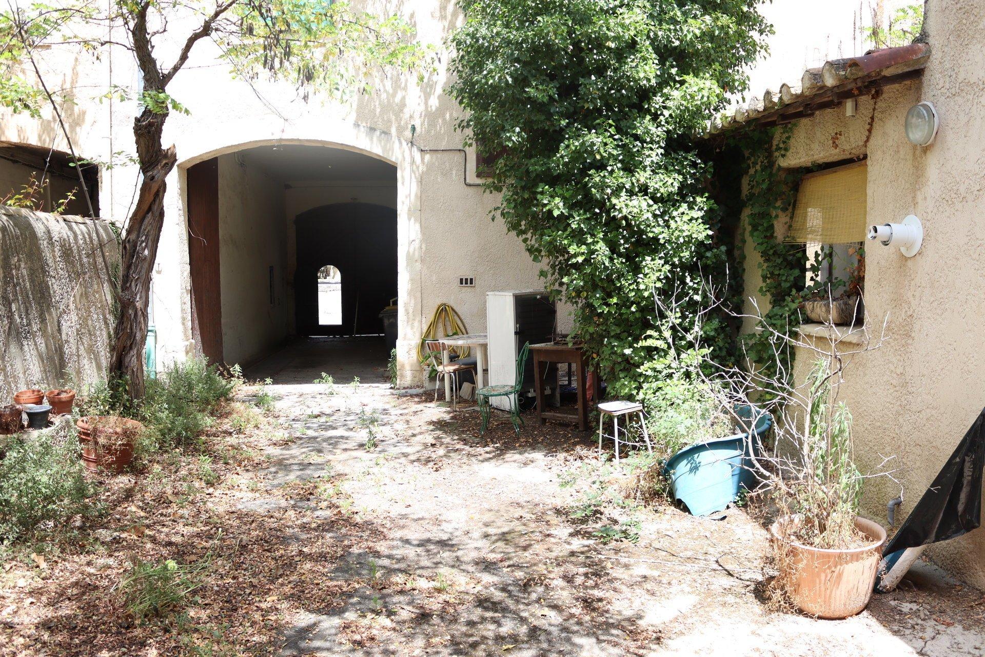 Maison vigneronne + grange à rénover sur 570m2 de terrain