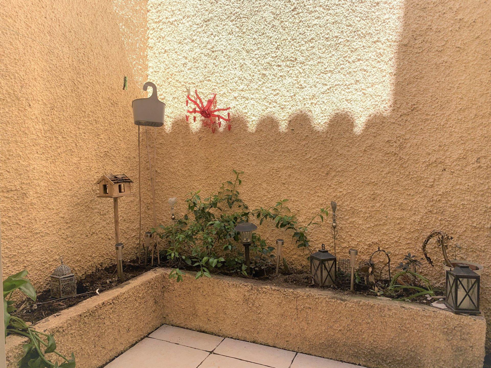 Maison de village avec patio