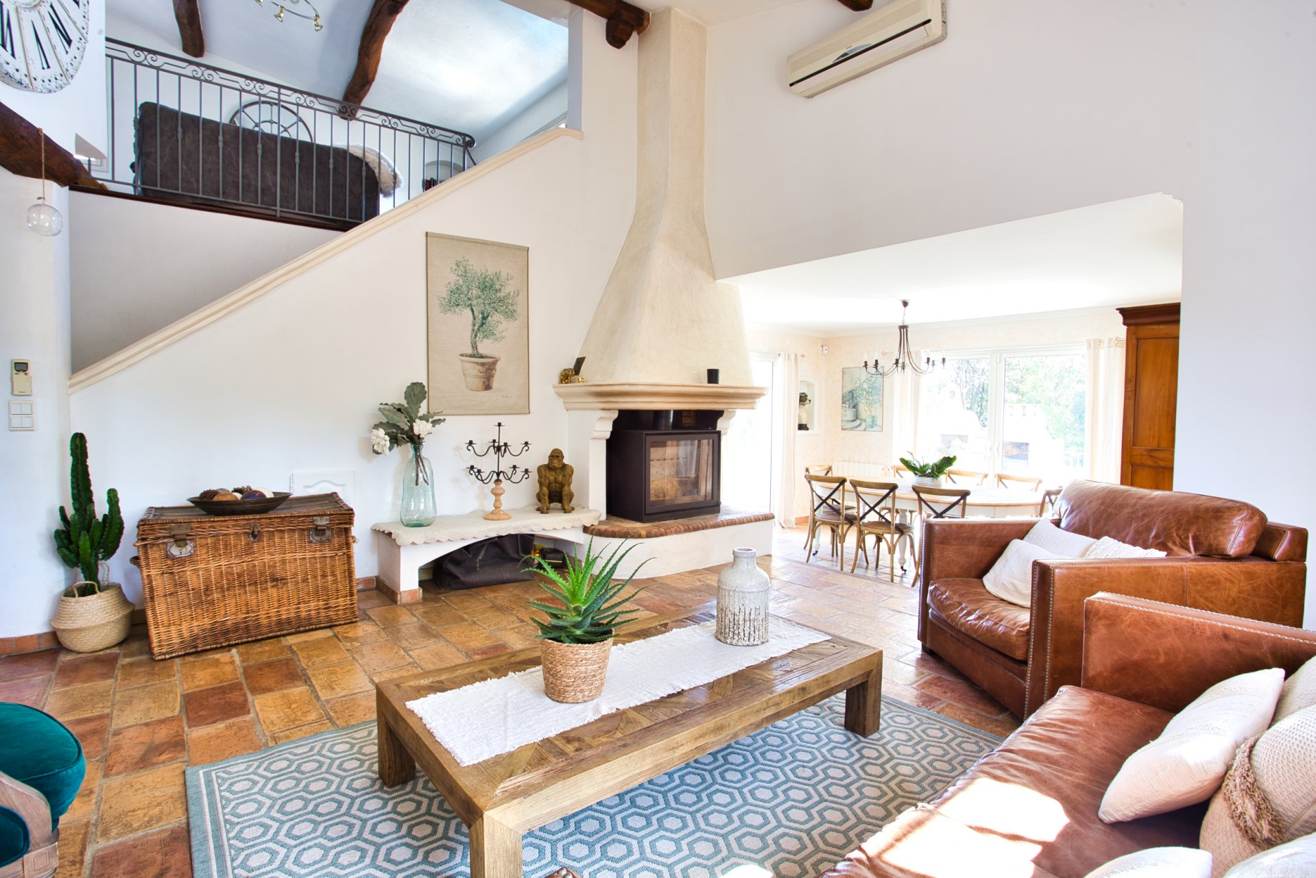 On the French Riviera, a magnificent, fully renovated family town house with swimming pool.