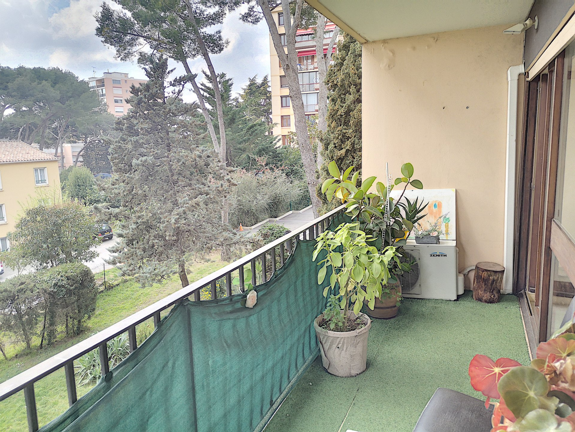 APPARTEMENT 3 PIECES + PARKING ET CAVE AU CALME LE CANNET