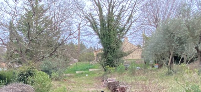 Beautiful land near the village of Saint-Paul-En-Forêt