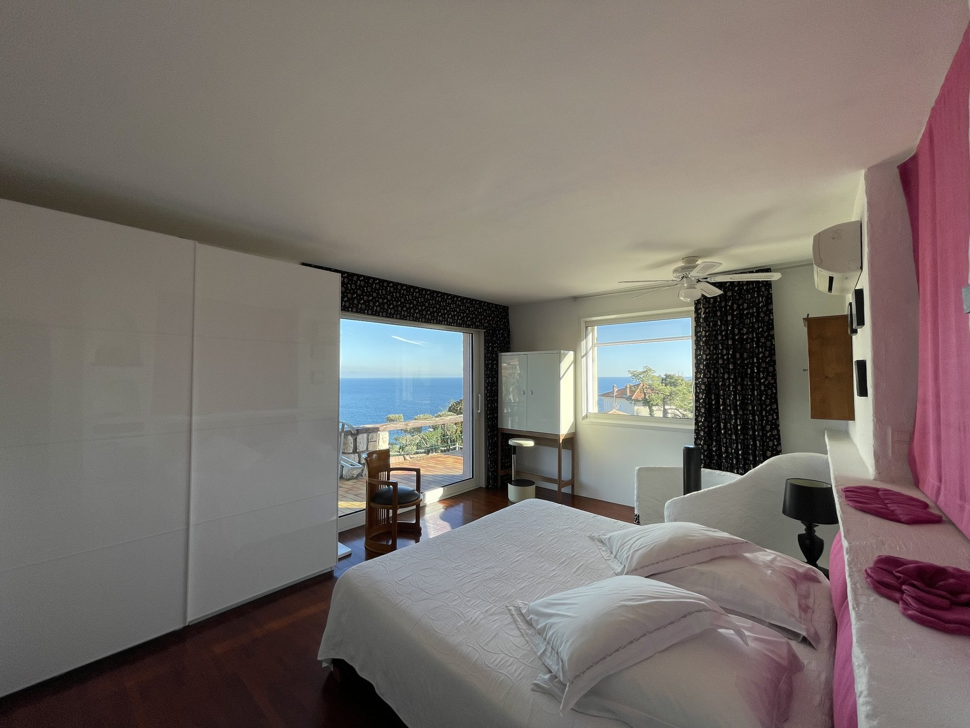 9 -room villa with panoramic sea view