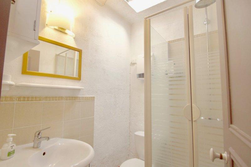 Charmant appartement T2 dans le centre du village de Roquebrune sur Argens.