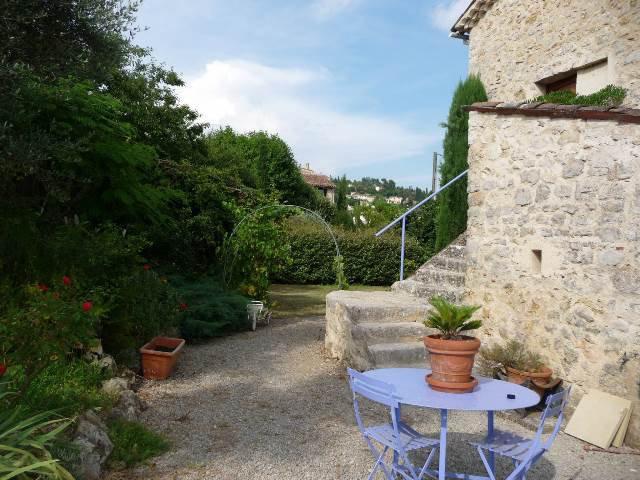 Fayence: belle bastide ancienne en pierre