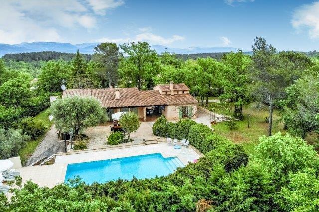 Pays de Fayence: maison avec 2ème maison  sur terrain plat