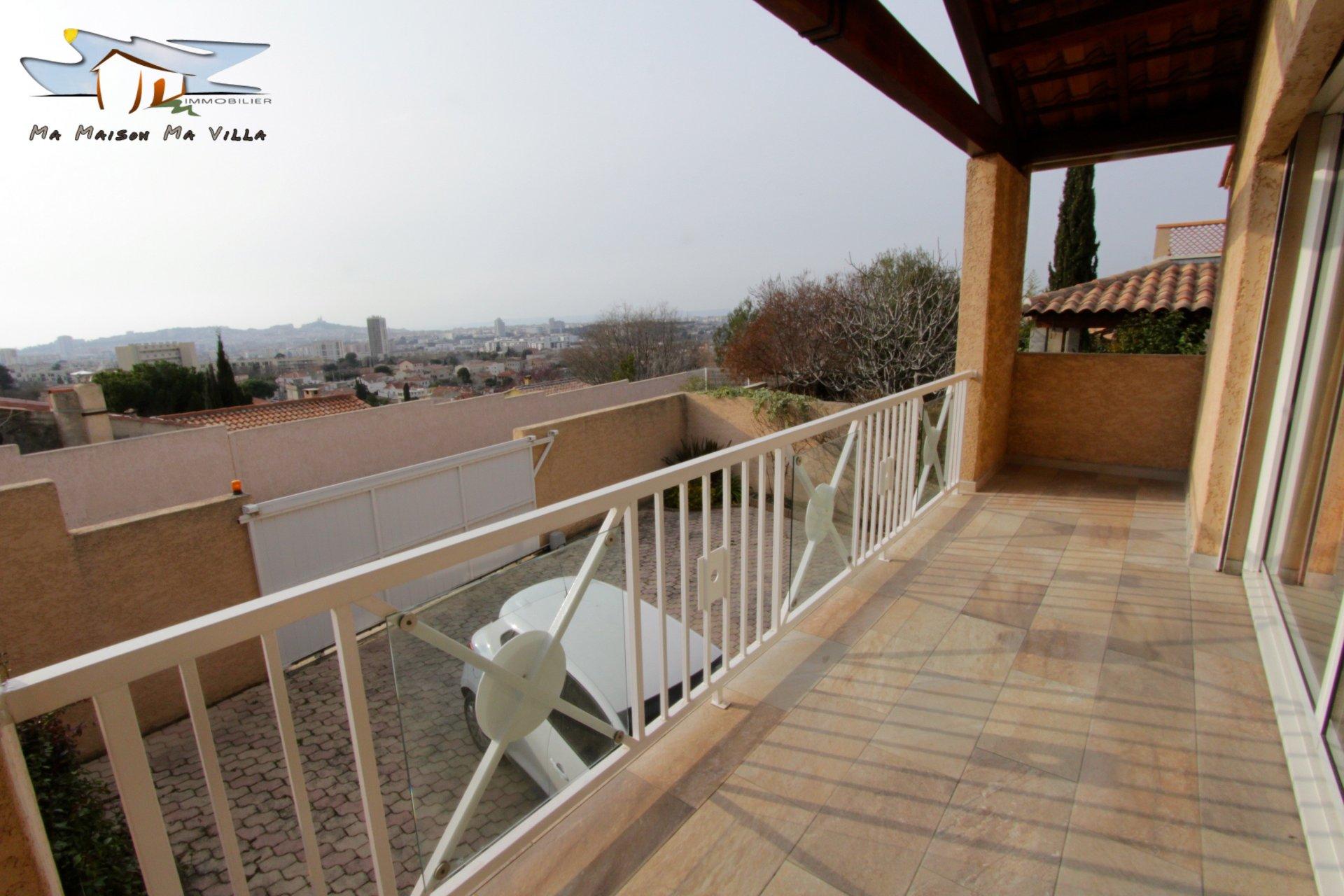 Villa contemporaine avec vue imprenable