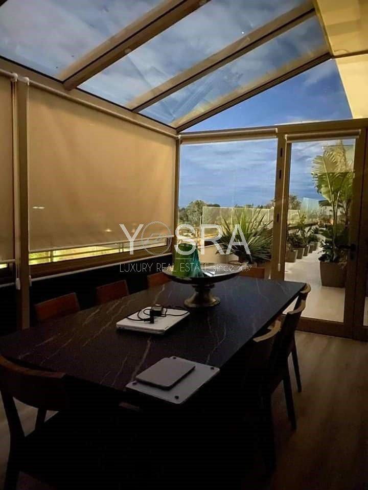 Appartement salon et trois chambres avec terrasse et vue dégagée