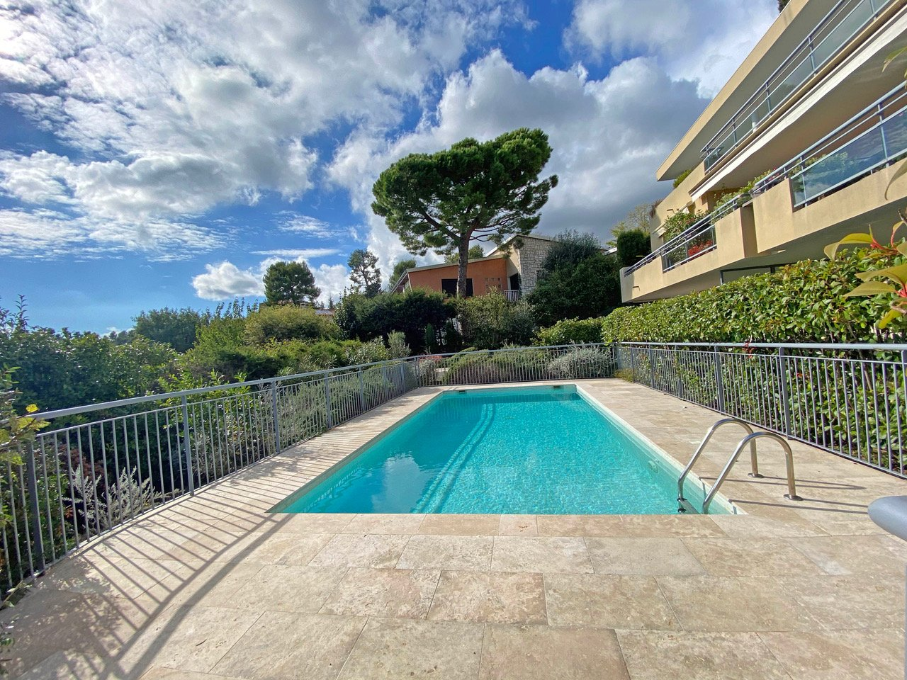 Vence close to centre -  Magnificent penthouse with  large terrace and panoramic view. Pool, 3 garages.