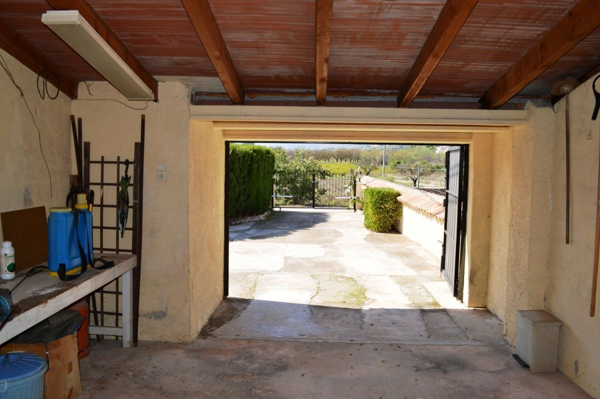 Detached villa on a flat plot