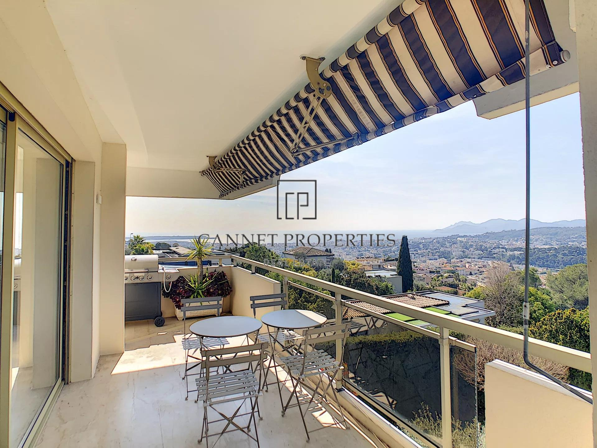 Magnificent renovated apartment with panoramic view of the bay of Cannes