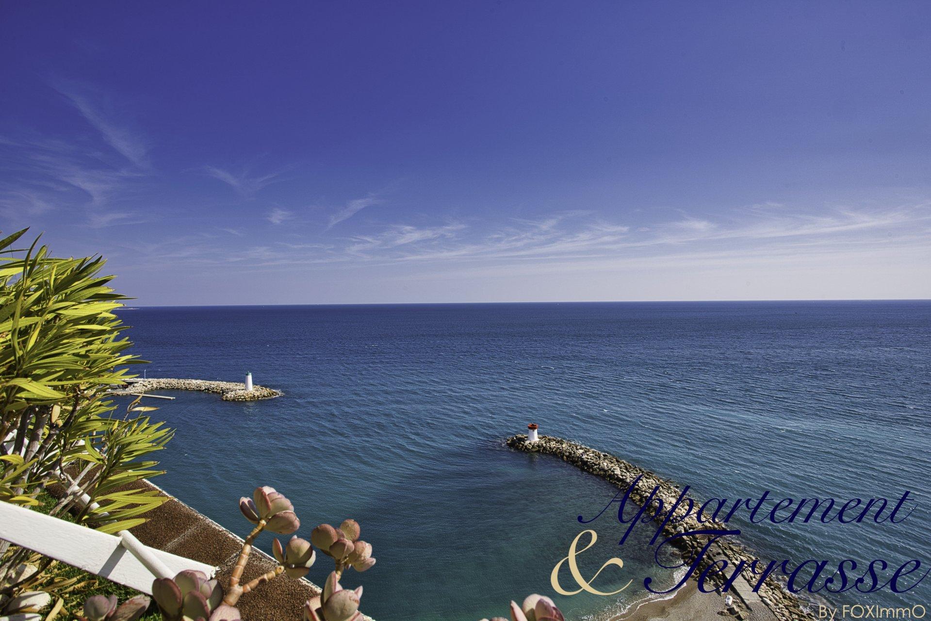 Sulla Costa Azzurra, Marina Baie des anges, bellissimo appartamento in piano alto con vista panoramica sul mare