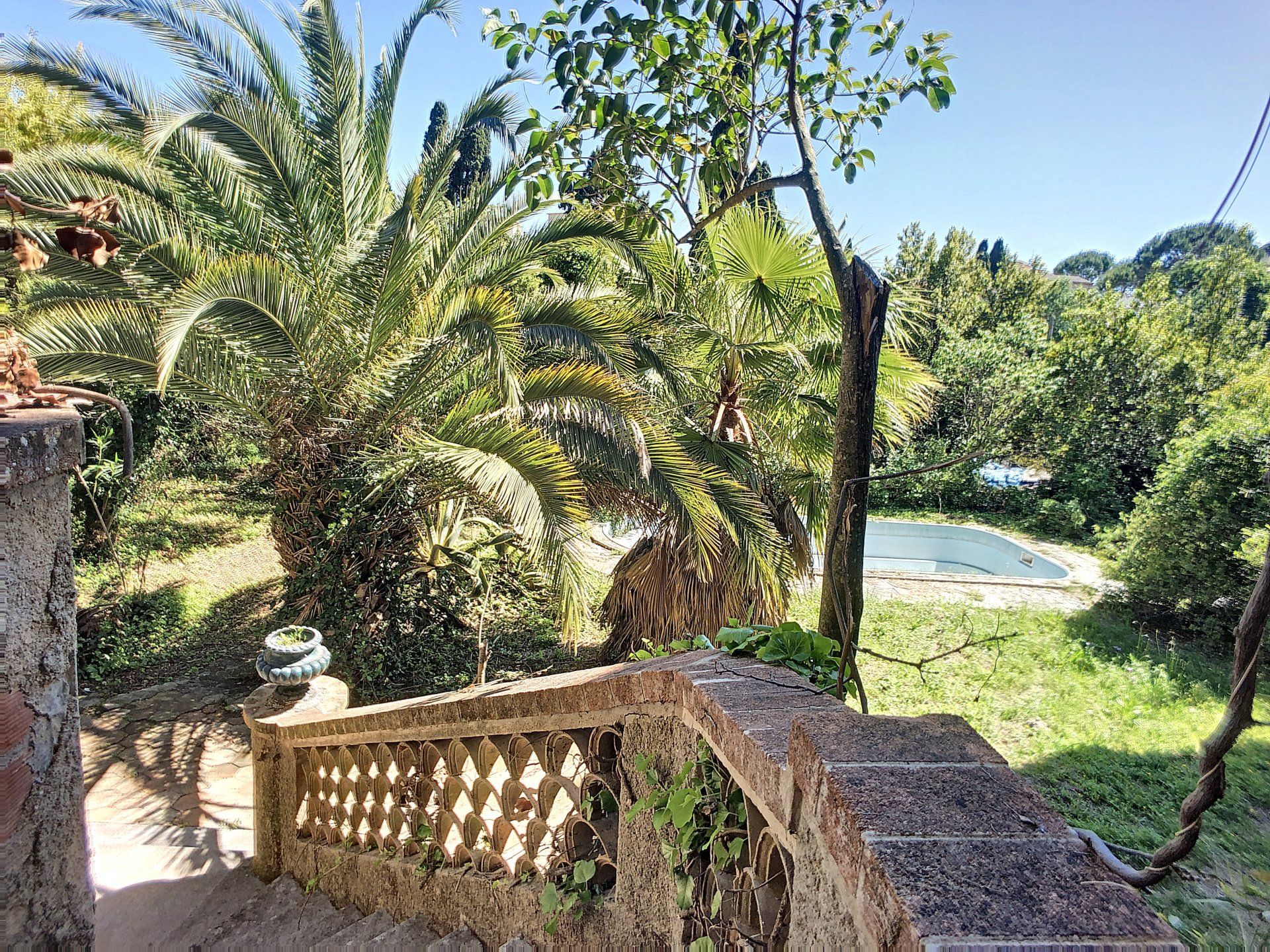 RARE ! Cannes Montfleury / Villa of 220 sqm on a Land of 1740 sqm/outbuildings and swimming pool